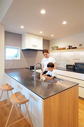 造作キッチン - シンプルなデザインの中にセンスが光る家 - 建築事例 - 中池組