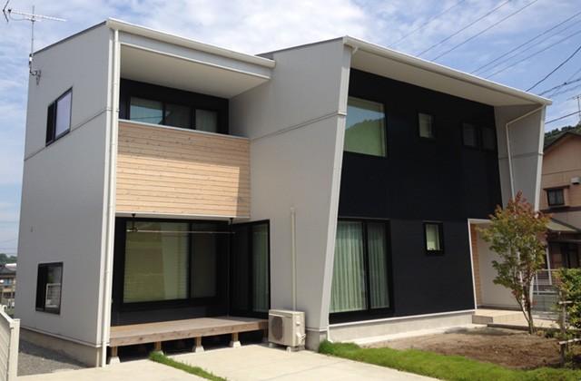 成尾建設/R+house鹿児島中央 すべての部屋が吹抜けを介してリビングでつながるいつでも家族の気配を感じられる家