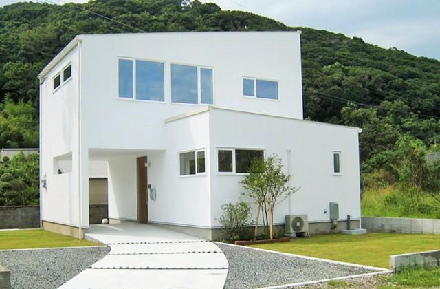 成尾建設/R+house鹿児島中央 多様な用途に対応できる可変性の高いリビングを2階に設けた眺めのよい家