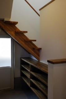 成尾建設/R+house鹿児島中央 建築事例  階段下の収納