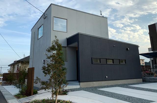 成尾建設/R+house鹿児島中央 水回り横のウォークスルークローゼットなど家事動線に配慮したシンプルモダンな家