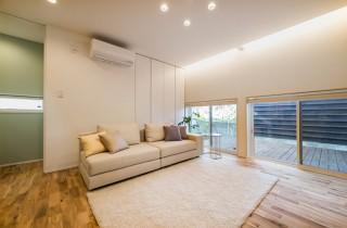 アトリエ建築家とつくる高性能デザイナーズ住宅「R+house 不思議な箱の家」 リビング