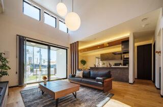リビング - 白×黒のビンテージが似合う外観と家事ラク動線の平屋 - NEOデザインホーム - 建築事例