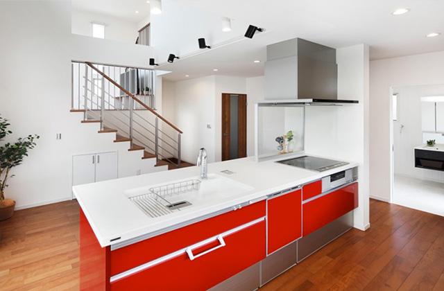 ロイヤルホーム 建築事例 空間をゆるやかに仕切り家族がつながるスキップフロアの家「ME+(ミータス)」