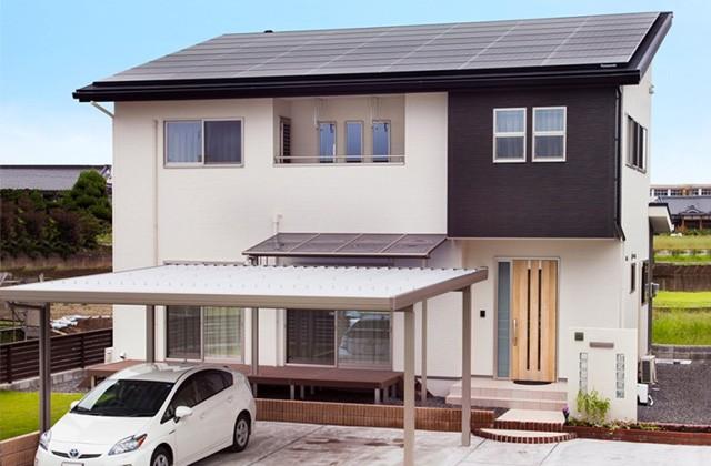 ロイヤルホーム 建築事例 カーポート・太陽光パネル