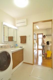 ロイヤルホーム 建築事例 洗面スペース