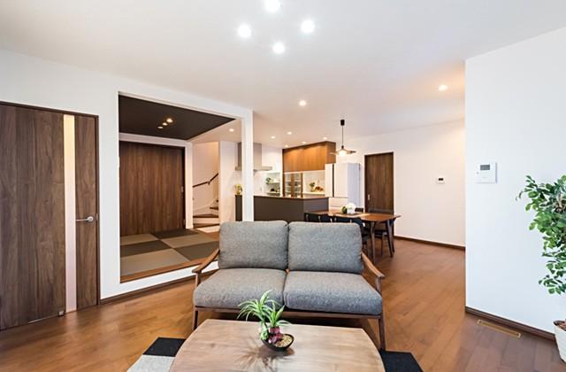 ロイヤルホーム 下田町モデルハウス「モダンな仕上がりの内装に心落ち着く家」(鹿児島市)
