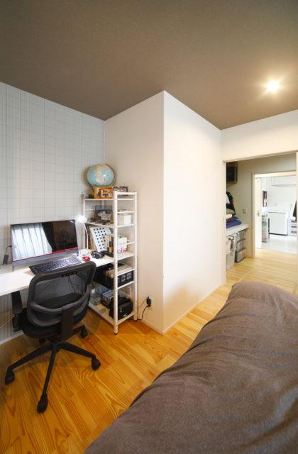 書斎 - 夫婦と家族の夢やこだわりを盛り込んだ効率的で機能的な平屋 - 建築実例 - SELECTINO