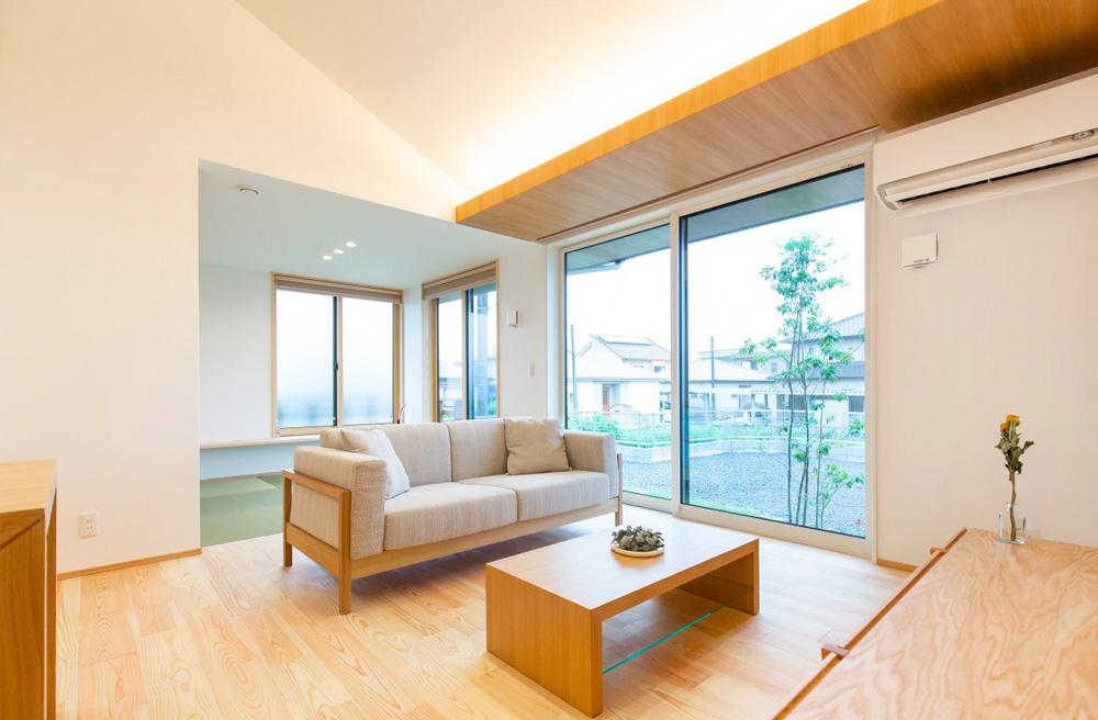 リビング - 東餅田モデルハウス「価格も、見た目も、性能も、ちょうどいい3LDK+高天井の平屋 」(姶良市)