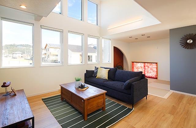 七呂建設 国分モデルハウス「吹抜けで天井の高さにメリハリをつけたオーガニックデザイン住宅」