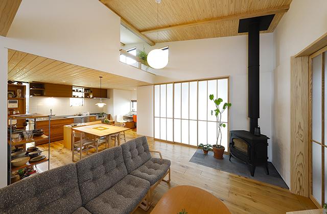 自然光とシンプルな照明が見事に調和したフルオーダーで叶えた理想の家 住まいず