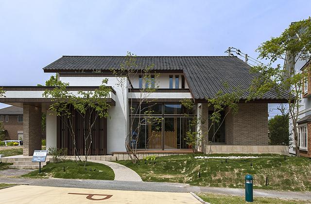 木曽檜と無垢の素材を匠の技で結実した呼吸したくなる家 HINOCA[風雅]谷川建設
