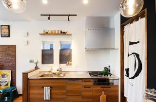 木目調のキッチン - トータルハウジング