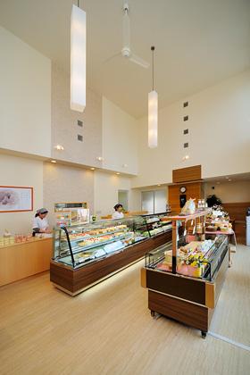 菓匠田中 店内2 - トータルハウジング