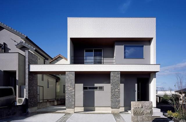 ツマガリハウス 白を基調としたスタイリッシュな外観に吹き抜けと大窓で開放的なLDKのある家 (鹿児島市吉野町)