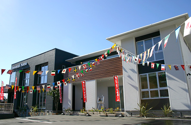 ユニバーサルホーム くつろぎを大事にしながらにぎやかさにも満たされる家族のつながりをデザインした住まい (鹿児島市中山)