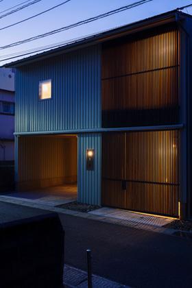 住宅密集地で庭を愛でる暮らし「中庭を囲むコの字の家」 事例写真03