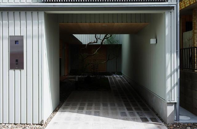 住宅密集地で庭を愛でる暮らし「中庭を囲むコの字の家」 事例写真04