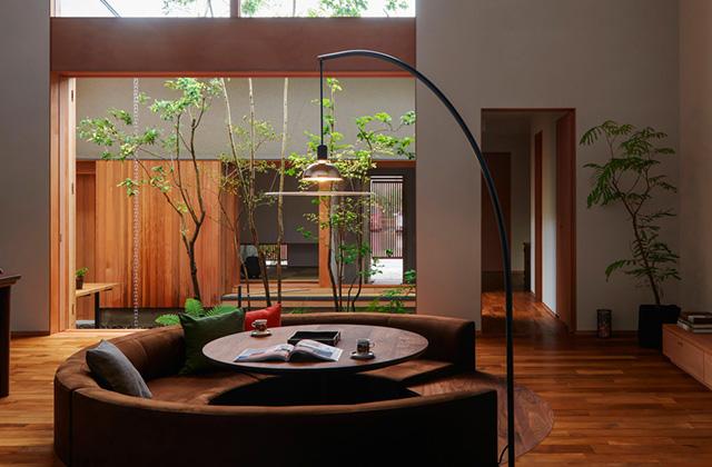 ベガハウス 2つの中庭から光と風と緑を感じるのびやかな家