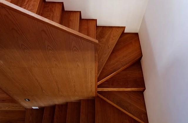 階段 - ベガハウスの建築事例 見晴らしのよい住宅地に暮らす「丘のいえ」