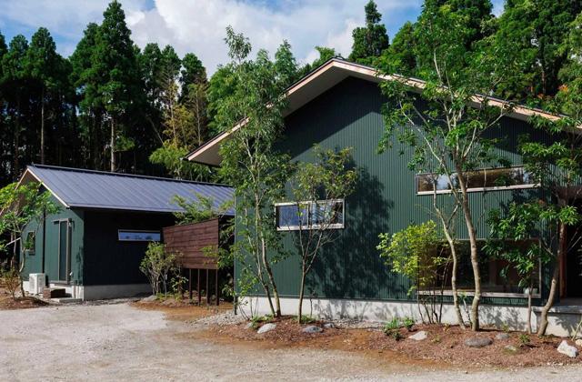 ベガハウス プライベートを尊重しつつ緩やかにつながる二世帯住宅「二つの屋根の家」(鹿児島市下福元)
