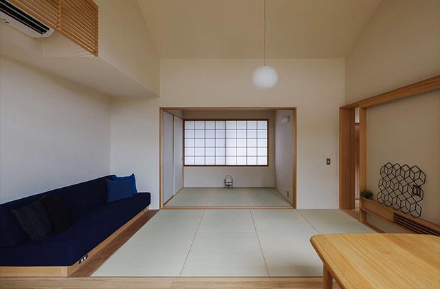 和室 - プライベートを尊重しつつ緩やかにつながる二世帯住宅「二つの屋根の家」(鹿児島市下福元)