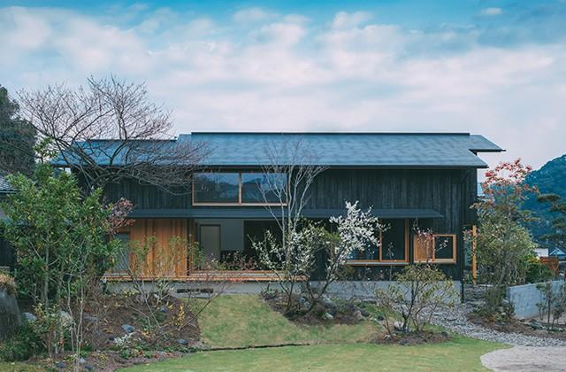 ベガハウス 広い庭と一体になる広縁が心地よい「わおんの家」