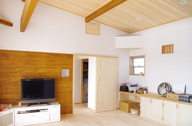 リビング | 里山ならではの自然素材の家&夏は涼しく冬は暖かい知恵満載の家| 建築事例 | 山口建築