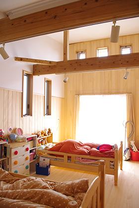 寝室 | 里山ならではの自然素材の家&夏は涼しく冬は暖かい知恵満載の家| 建築事例 | 山口建築