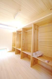 ウォークインクローゼット | 里山ならではの自然素材の家&夏は涼しく冬は暖かい知恵満載の家| 建築事例 | 山口建築