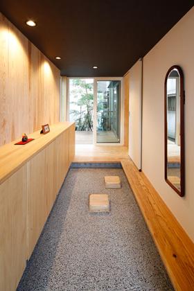 土間のある玄関 - ヤマサハウス