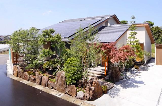 ヤマサハウス 和の趣きあるLDKと木立の庭に安らぐ家