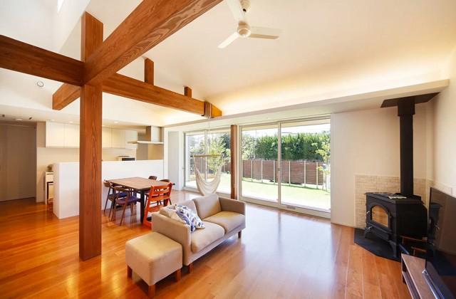 ヤマサハウス 自然と一体化するような開放的なリビングが心地よい平屋