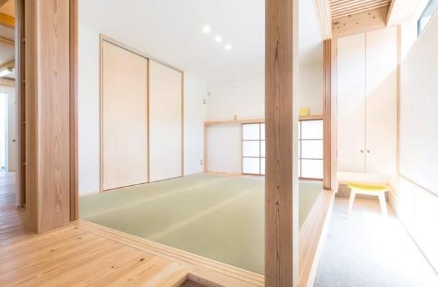 高窓と2階からの光と地窓が生み出す陰影が空間に奥行を与える - ヤマサハウス 建築事例