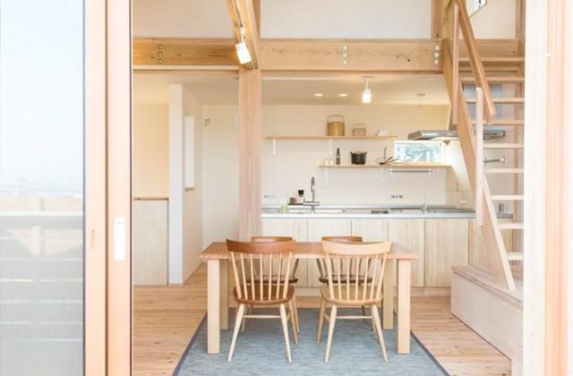 見せる収納のキッチン。カウンターのダイニング側はすべて収納に - ヤマサハウス 建築事例