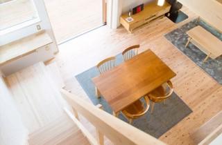 ロフト階段の最下段は収納付きのステップに - ヤマサハウス 建築事例