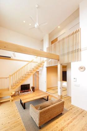 リビングに階段を設けたセンターリビング設計 - ヤマサハウス 建築事例