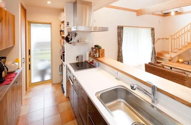 キッチンのゴミ箱は棚に収納し人目に付かない工夫 - ヤマサハウス 建築事例