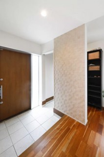 ヤマサハウス 建築事例 - ウォークスルーできるシューズクローゼットですっきりきれいな玄関