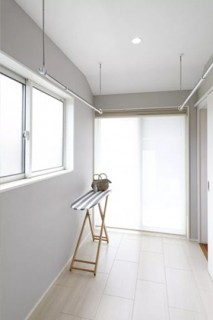 ヤマサハウス 建築事例 - ユーティリティースペースはドライルーム・家事室として活用