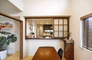 ヤマサハウス 建築事例 - カフェのような仕切りを閉めれば独立型のキッチンに