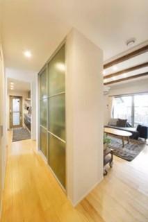 ヤマサハウス 建築事例 - キッチン横のパントリーは大容量の収納スペース