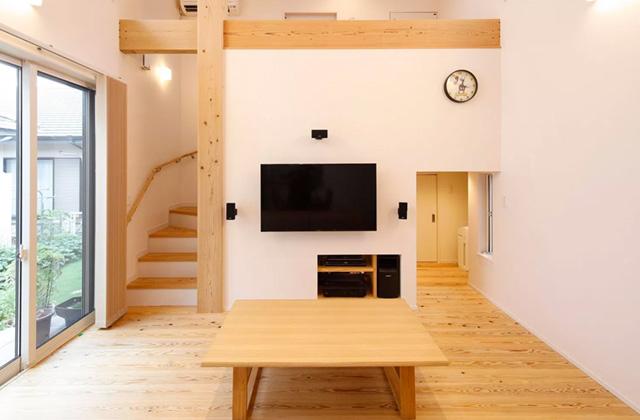 ヤマサハウス 建築事例 - 平屋ならではのシンプルな生活動線に縦空間を利用する中2階をプラスした家