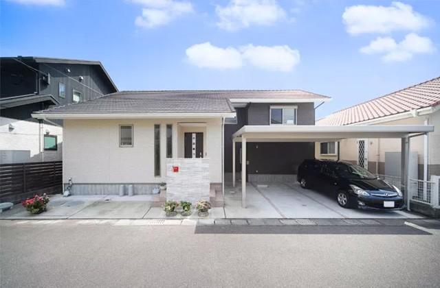 ヤマサハウス 建築事例 - シンプルモダンな外観