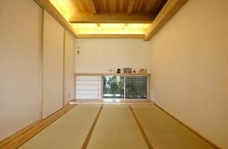 ヤマサハウス 建築事例 - 寝室を兼ねた和室にはウォークインクローゼットを併設
