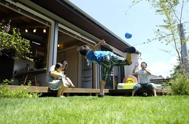 ヤマサハウス オープンな雰囲気の庭で子ども達がのびのびと育つ住環境