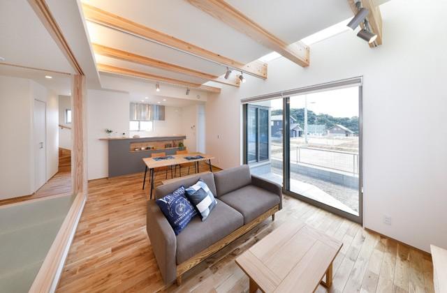 ヤマサハウス パルタウン大明丘モデルハウス「木のぬくもりと力強さを感じる住まい」(鹿児島市)